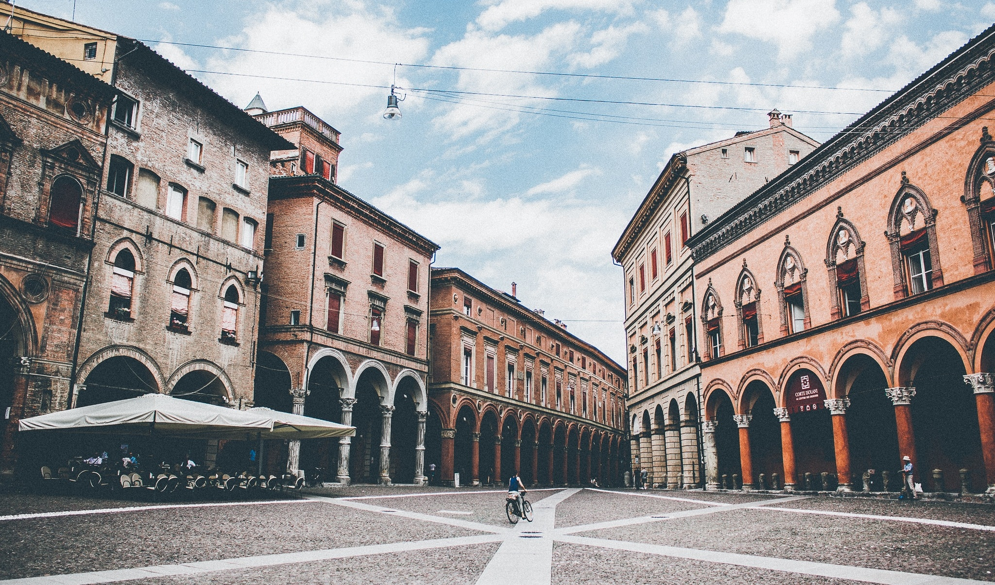 why should I study in Bologna (c) Photo by Thaddaeus Lim on Unsplash